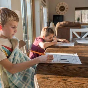 free homeschool curriculum, pic of homeschoolers